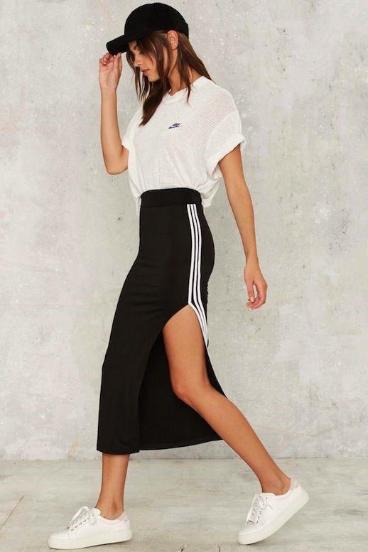 спортивная черная юбка с лампасами