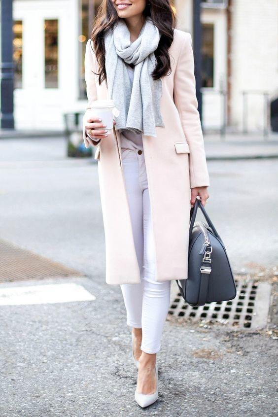 с чем носить пудровое пальто