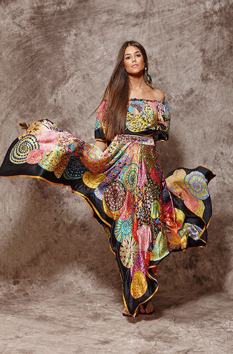 платье в стиле бохо с ярким этническим принтом