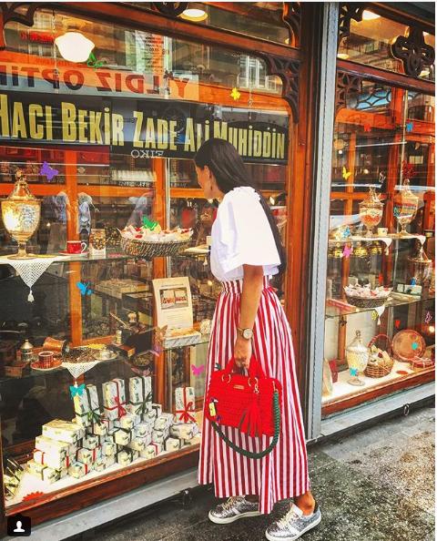 юбка в красную полоску