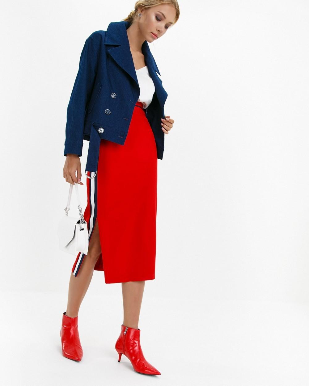 красная юбка с лампасами