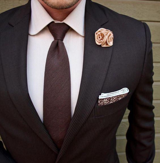 галстук к рубашке цвета слоновая кость