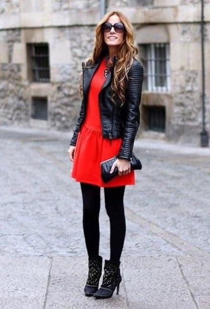 Платье-трапеция с кожаной курткой